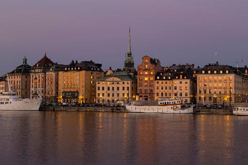 Old Town, Stockholm. By Brorsson [CC BY-SA 3.0  (https://creativecommons.org/licenses/by-sa/3.0)], from Wikimedia Commons